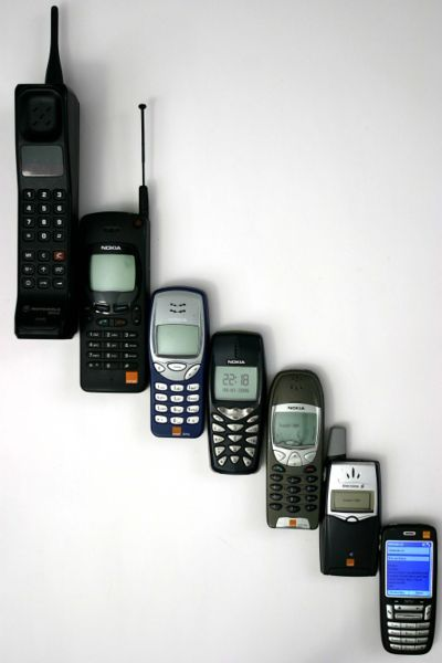 400px-Mobile_phone_evolution.jpg