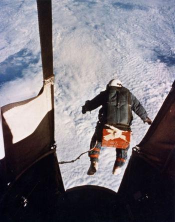 472px-Kittinger-jump.jpg